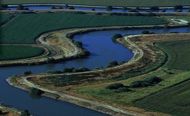California Delta delivery canal